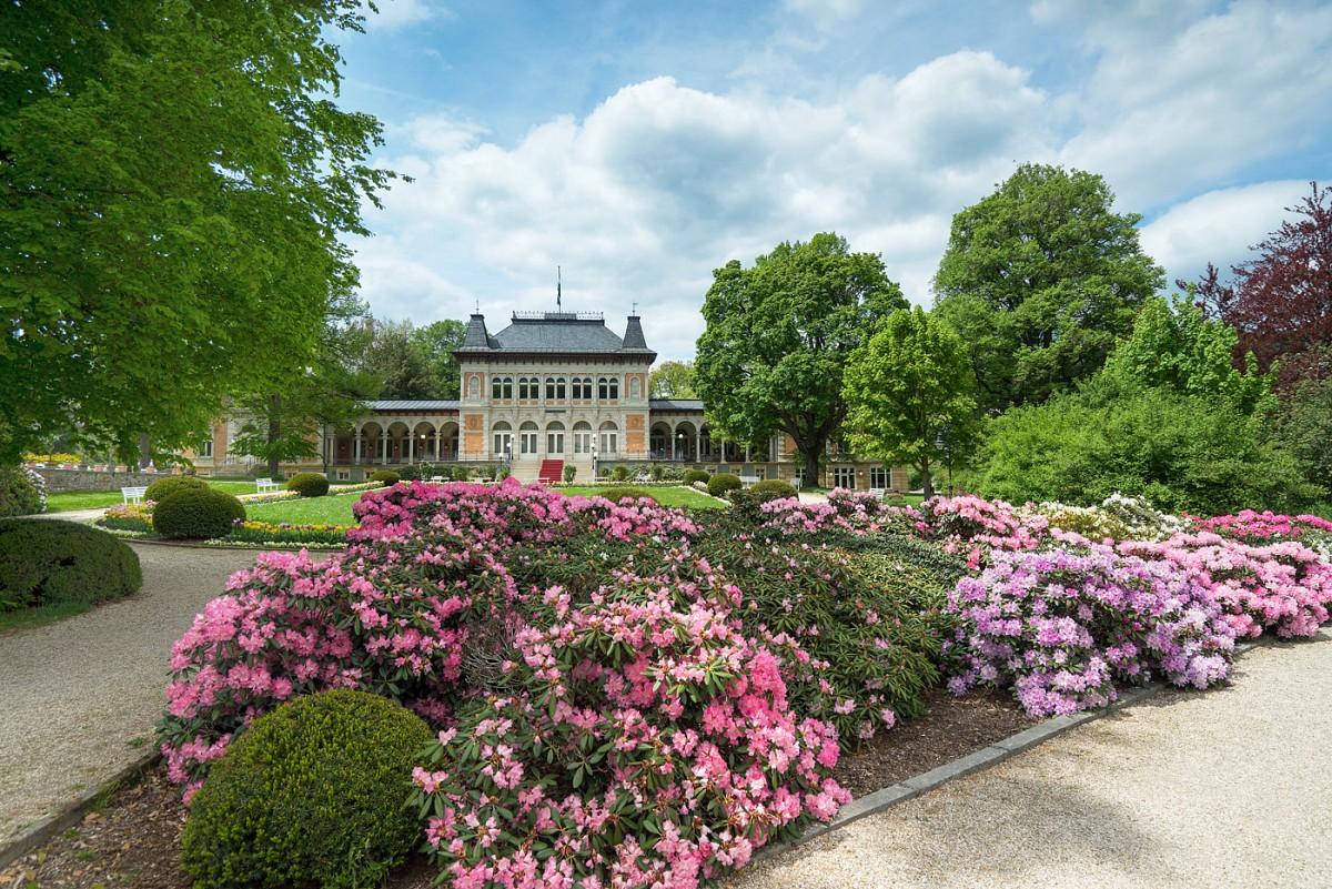 Das Sächsische Staatsbad Bad Elster mit Rhododendronblüte, Vogtland Panorama Weg® © TVV, T. Peisker