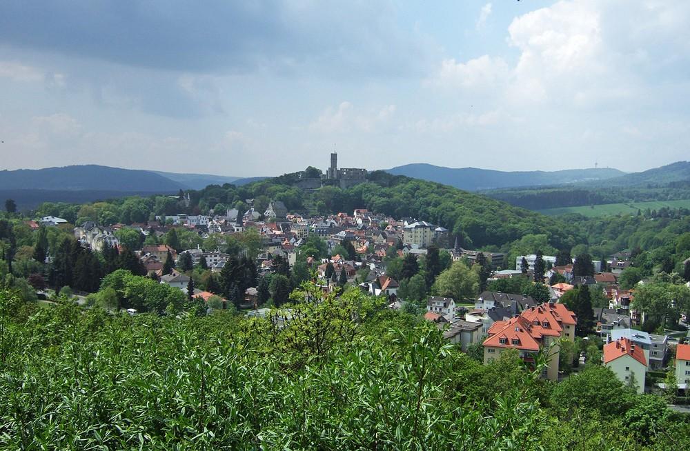 Blick auf Königstein mit Burgruine Alle Fotos © Dr. Konrad Lechner