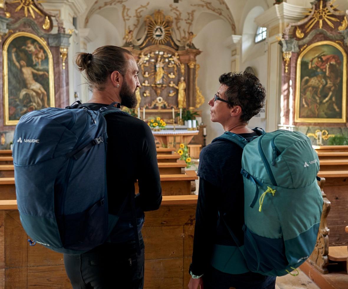 Pilger in der Barockkirche in Rinchach © Woidlife Photography