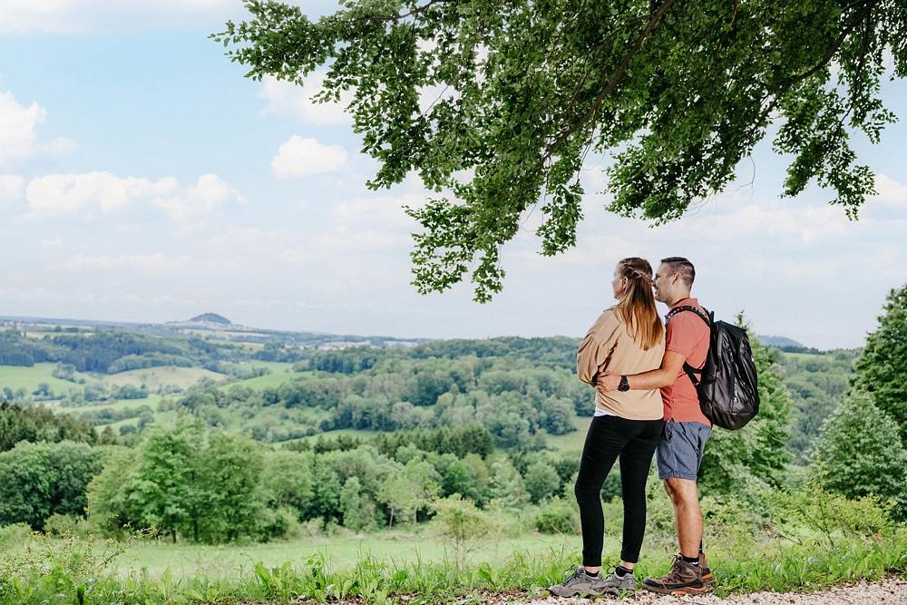 Aussicht genießen am Heldenberg © Tobias Fröhner, Landratsamt Göppingen