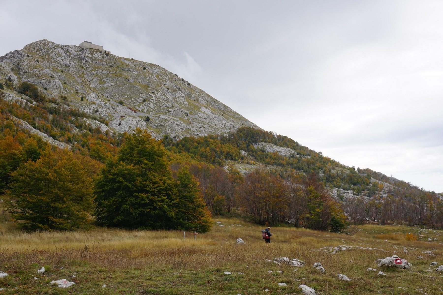 pIm-Loven-Nationalpark-In-exponierter-Lagenbspauf-dem-Jezerski-Vrh-befindet-sich-das-imposante-Mausoleum-von-Montenegros-groumlszligtemnbspDichternbspund-FuumlrstennbspPetar-II-Petrovi-Njegoscaron--nbspheutenbsperreichbar-uumlber-461-Stufennbspp