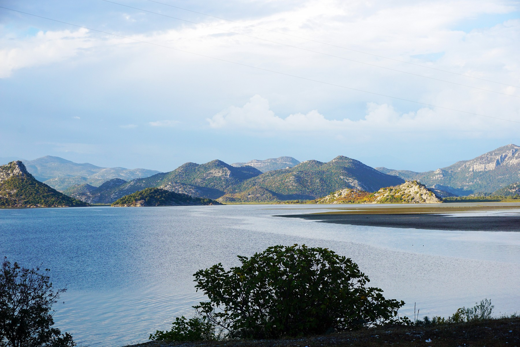 pChefredakteur-Thorsten-Hoyer-nimmt-uns-mit-auf-eine-kleine-Bilderreise-durchnbspMontenegro-denn-der-Balkanstaatnbsphaumllt-fuumlrnbspWanderernbspeinige-Entdeckungen-bereitnbspbr-Das-erste-Foto-zeigt-dennbspSkadarsee-im-Grenzgebiet-zu-Albaniennbspein-einzigartiges-Naturparadies-und-der-groumlszligte-See-der-Balkanhalbinselnbsp-Fotos-copy-Thorsten-Hoyerbr-span-stylefont-size12pxnbsp-nbspnbspspanp