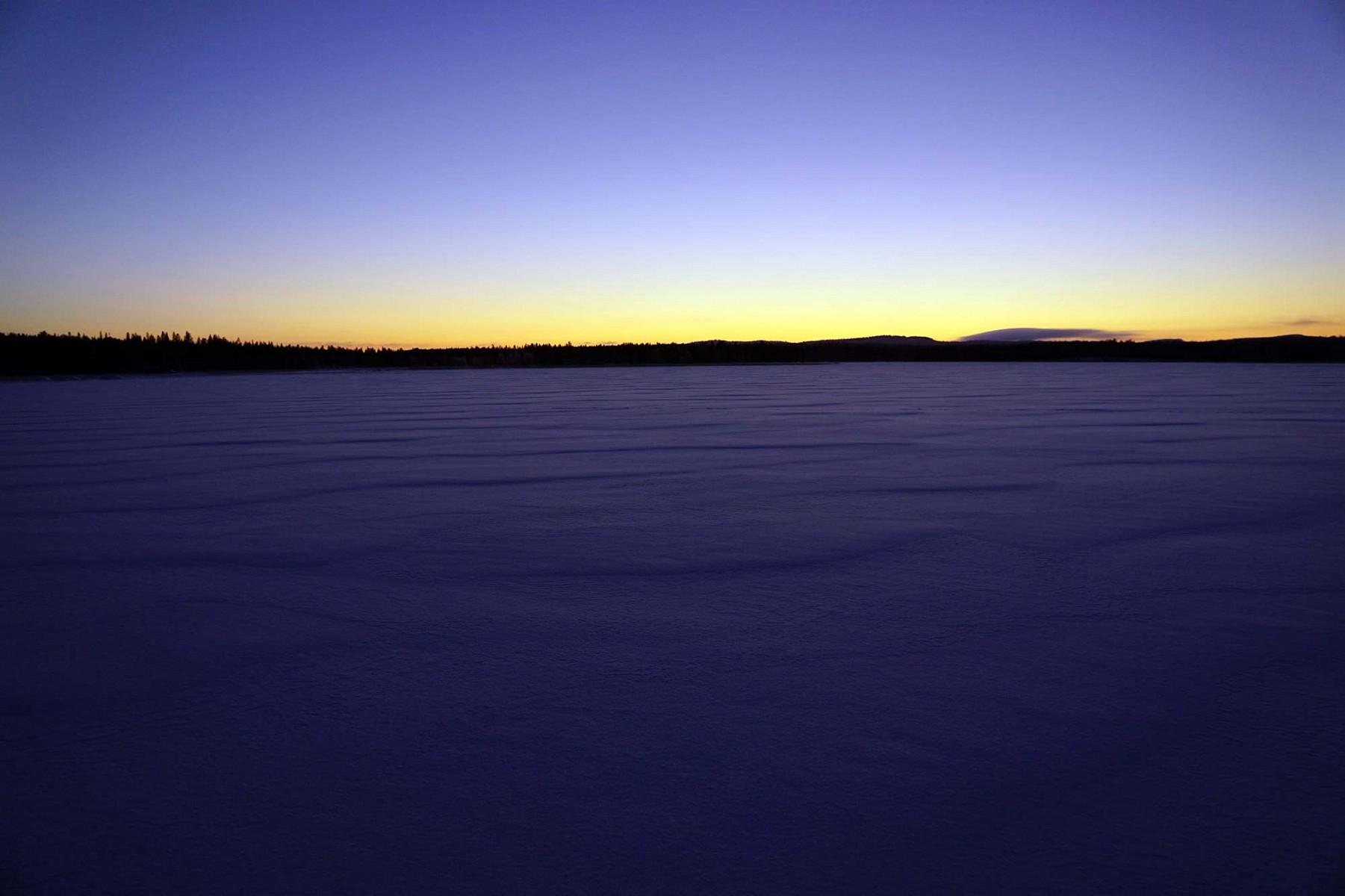 pEin-neuer-Tag-mit-frischemnbspSchnee-Also-werdennbspdie-Schneeschuhe-angeschnallt-und-losnbspgeht39s-Bereits-gegen-halb-drei-erlebtnbspHanna-die-Lichtspiele-der-untergehenden-Sonnep