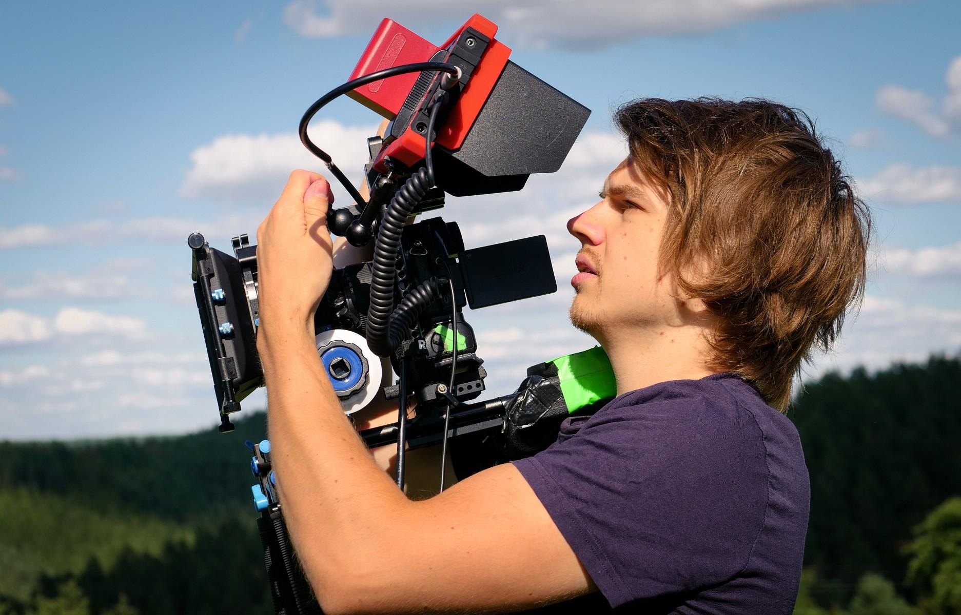 pDavid-Cebulla-ist-als-Filmemacher-Regisseur-Protagonist-Kameramann-und-Cutter-in-einer-Personp