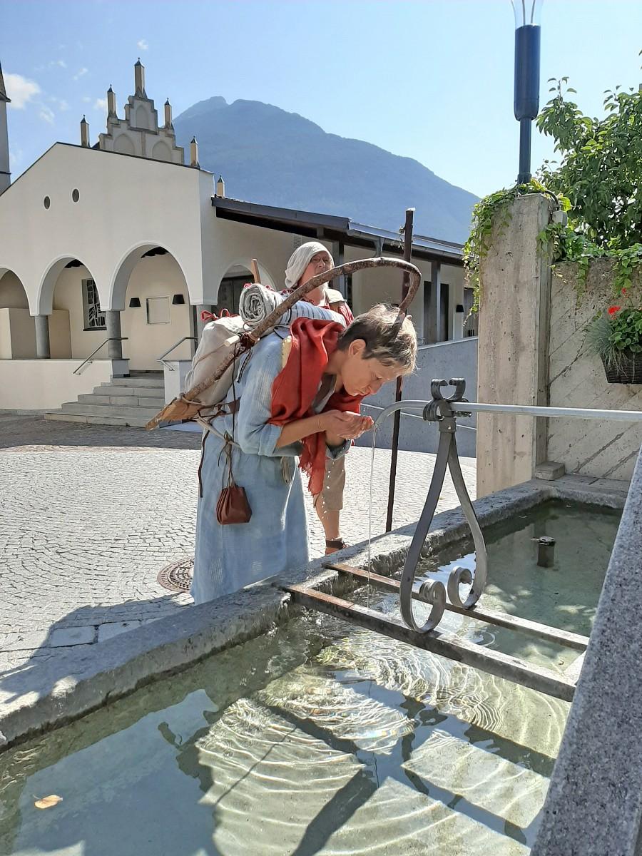pspan-stylefont-familyTimes-New-RomanTimesserifBergwasser-ist-wunderbares-Trinkwasser-hier-am-Martinsbrunnen-in-Imstspanp