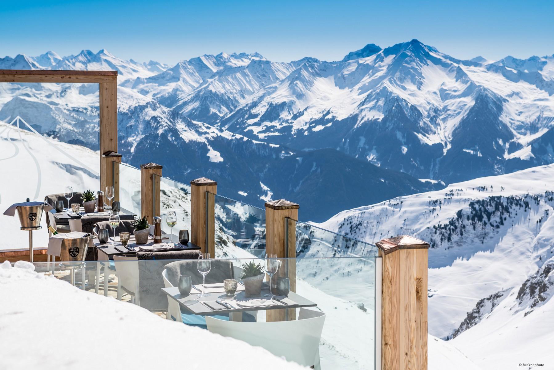 pWer-sich-satt-gesehen-hat-an-diesem-Ausblick-kann-mit-den-Skiern-abfahren-oder-den-Steig-wiedernbspzuruumlck-zum-Ausgangspunkt-gehen-Weitere-Infos-unter-a-hrefhttpswwwhochzillertalcomskigebiethochalpiner-winterklettersteig-hochzillertal-kaltenbachXdVJAzJKj1J-targetblankwwwhochzillertalcomap