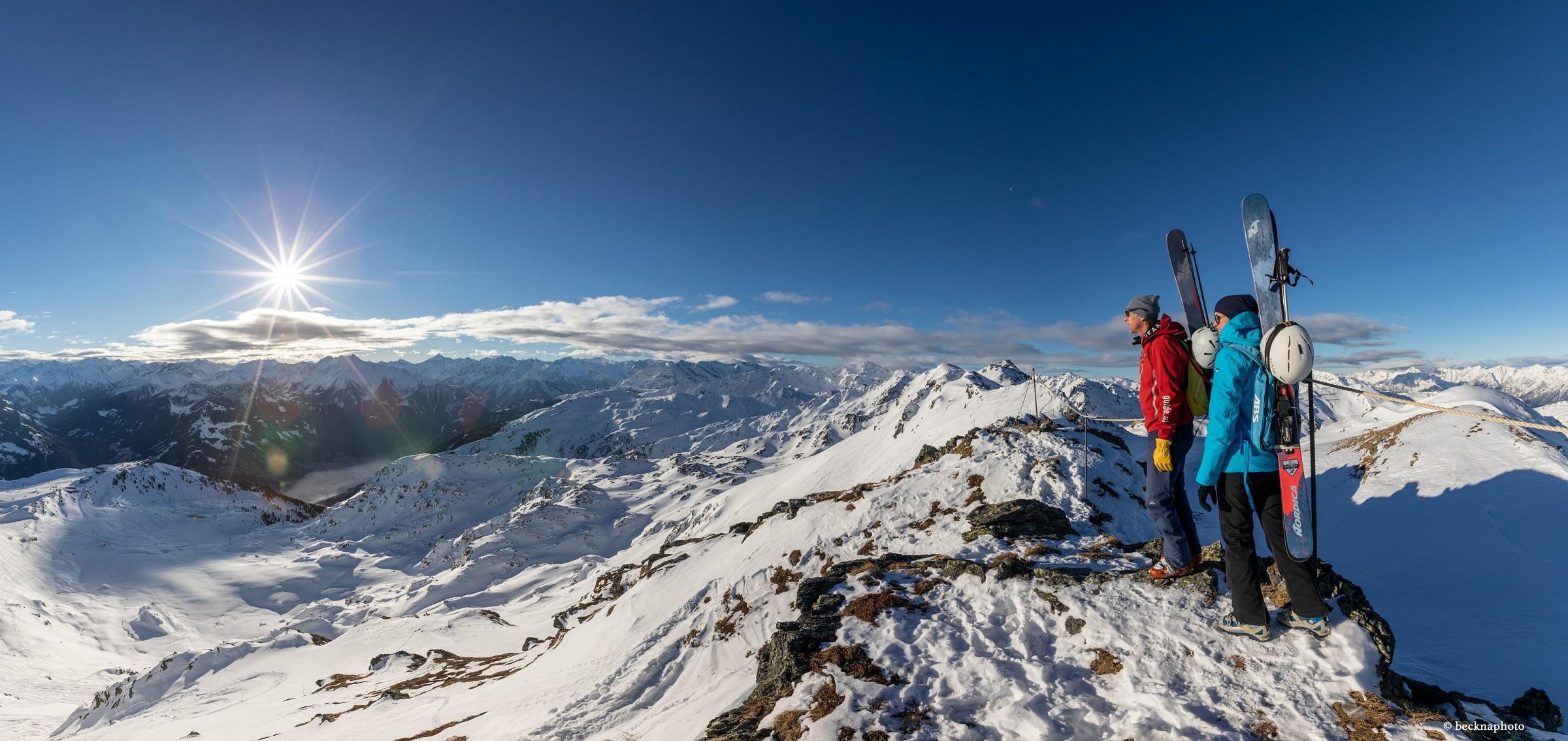 pIn-der-Skiregion-Hochzillertal-Kaltenbach-gibt-es-seit-Januar-2019-einen-neuen-Winter-Alpinsteig-Wer-moumlchte-kann-nach-der-15-kmnbsplangen-Gratwanderungnbspmit-Skiern-hinunterfahrenp