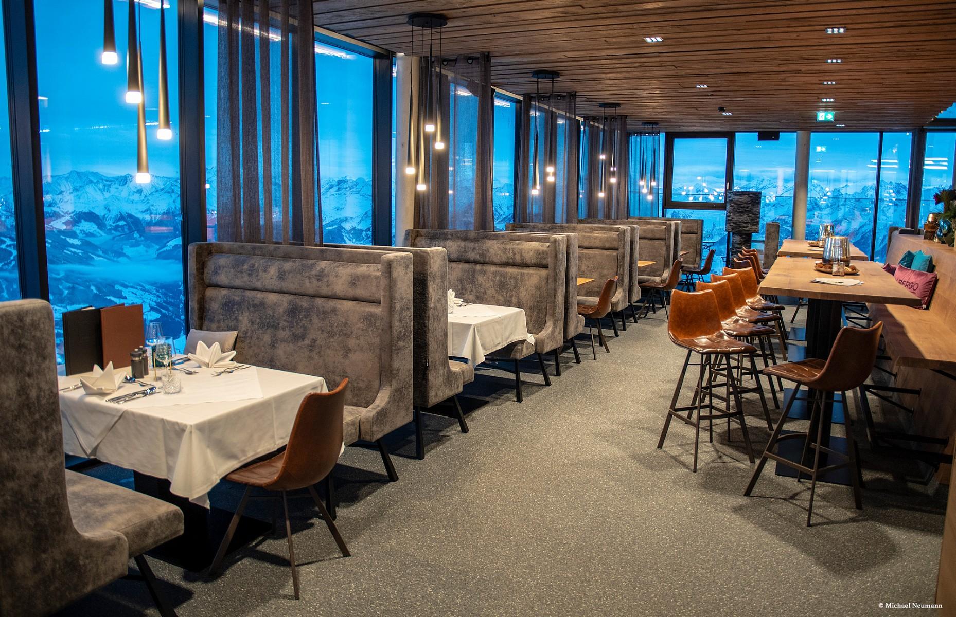 pDolce-Vita-im-Skigebiet-DasnbspPanoramarestaurant-bildet-den-Startpunkt-des-Winter-AlpinsteigsnbspWer-sich-vor-oder-nach-der-Tournbspstaumlrken-moumlchte-findet-im-Albergo-kulinarische-Highlights-angelehnt-an-italienische-Klassikerp