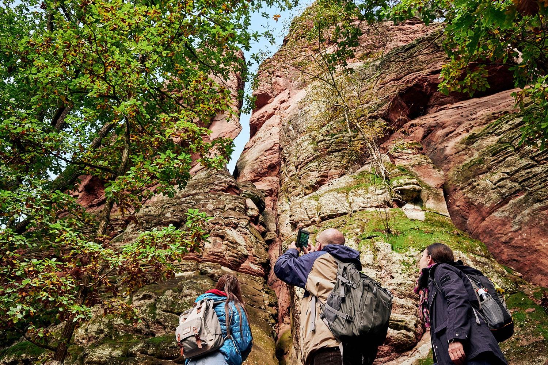pIm-Dahner-Felsenland-lassen-Sandsteinformationen-den-Wanderer-staunend-den-Kopf-in-den-Nacken-legenppWandertipp-a-hrefhttpswwwpfalzdedepfalz-erlebenwandernwandermenue-pfalz-die-schoensten-wanderwegewandermenue-magazinutmsourcewandermagazinamputmmediumpartneramputmcampaignwandermenuamputmcontentwandermenuwandermagazin-targetblankDahnernbspFelsenpfadanbspp