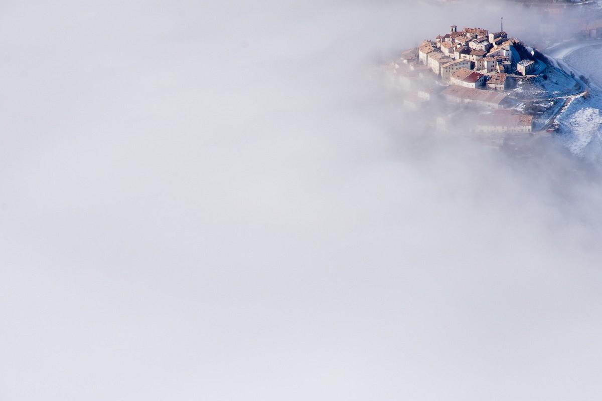 pquotCasteluccio-in-the-cloudsquot-E1-in-Italienbr-Fotograf-Stefani-Lucchettibr-Gesamtgewinner--und-Siegerfoto-in-der-Kategorie-emKultur-und-Landschaftemp