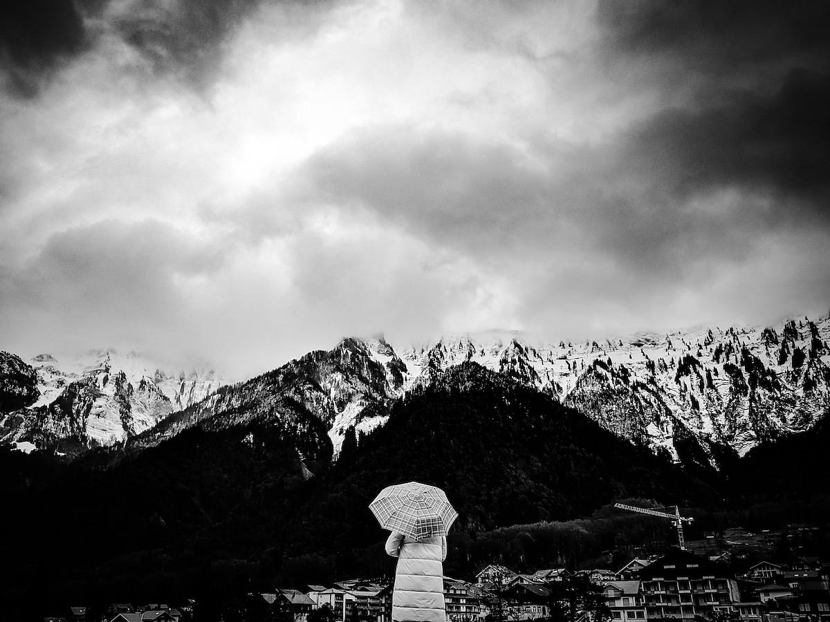 pquotAlone-in-Alpsquot-E1-in-der-Schweizbr-Fotograf-Dhanvanth-Ramanbr-Siegerfoto-in-der-Kategorie-emMensch-und-Naturemp