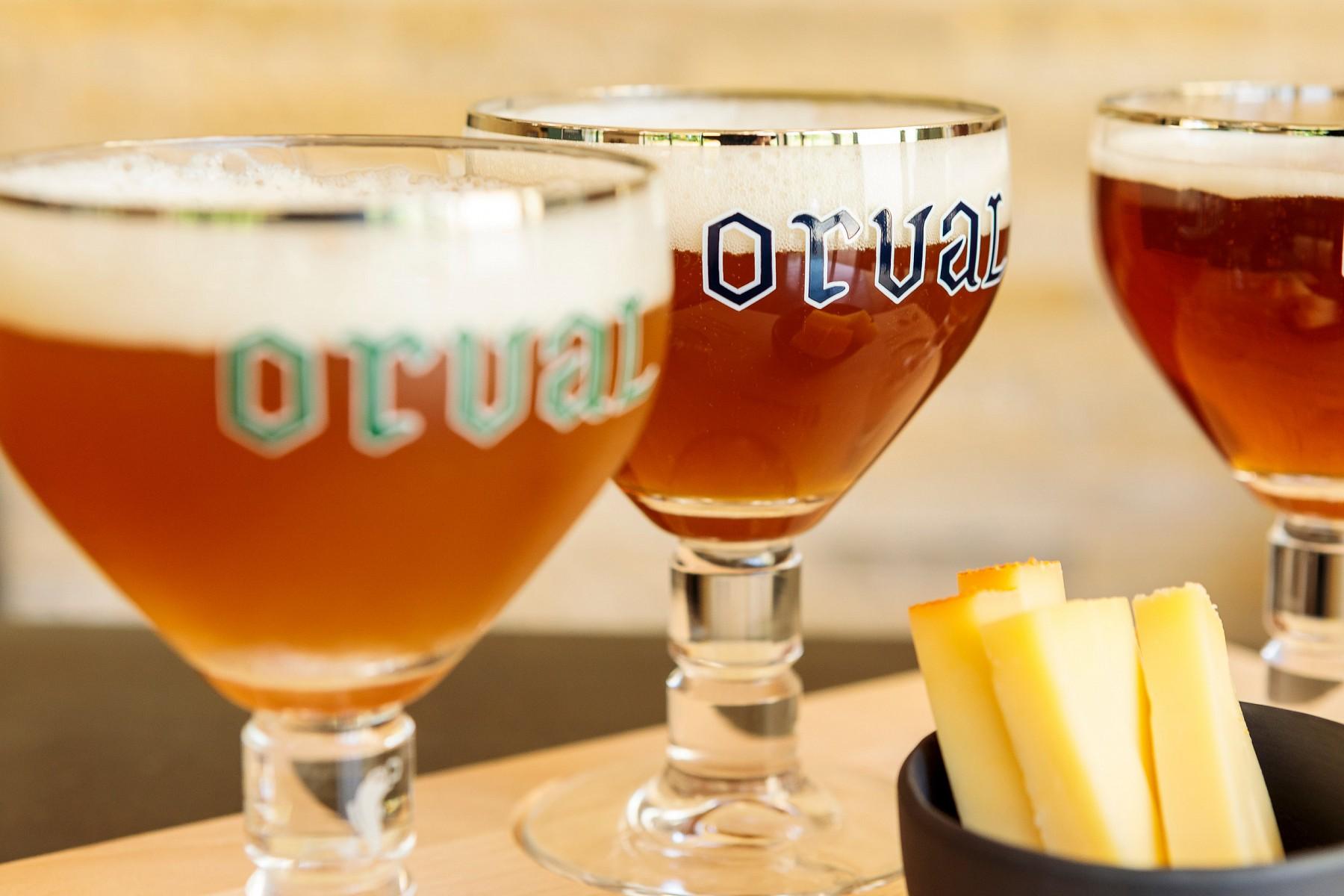 pNeben-dem-Orval-der-Zisterziensermoumlnche-gibt-es-in-der-Wallonie-zwei-weitere-Trappistenabteien-mit-eigenem-Bier-ndash-Chimay-und-Rochefort-Zusammen-mit-vielen-juumlngeren-und-kleineren-Brauereien-zaumlhlt-die-belgische-Bierkultur-seit-2016-zum-immateriellen-UNESCO-Weltkulturerbe-copy-WBT-Daniel-Elkep