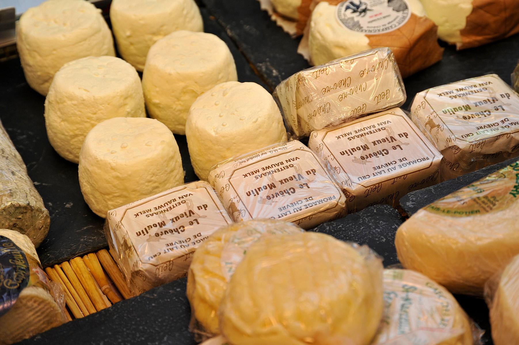 pTypische-Produkte-aus-den-Ardennen-sind-neben-dem-Schinken-auch-Ziegenkaumlse-oder-der-beruumlhmte-charaktervolle-Herver-Kaumlse-der-am-besten-auf-rustikalem-Brot-und-in-Kombination-mit-Luumltticher-Fruchtsirup-schmecktbr-copy-WBT-Emmanuel-Mathezp
