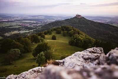 Ausblick vom Weg auf Burg Hohenzollern