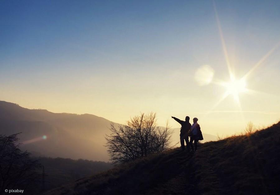 Zwei Wanderer in Landschaft