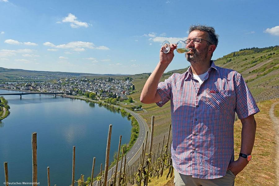 Manuel Andrack auf Weinwanderung